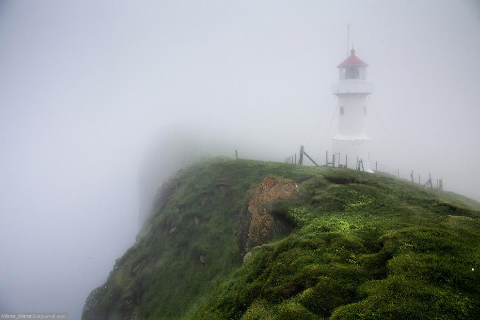 21. За маяком присматривает житель острова, который очень не любит непрошеных гостей. Формально