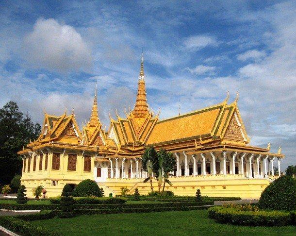 23. Королевский дворец, Камбоджа С самого начала строительства в 1866 году королевский дворец в Пном