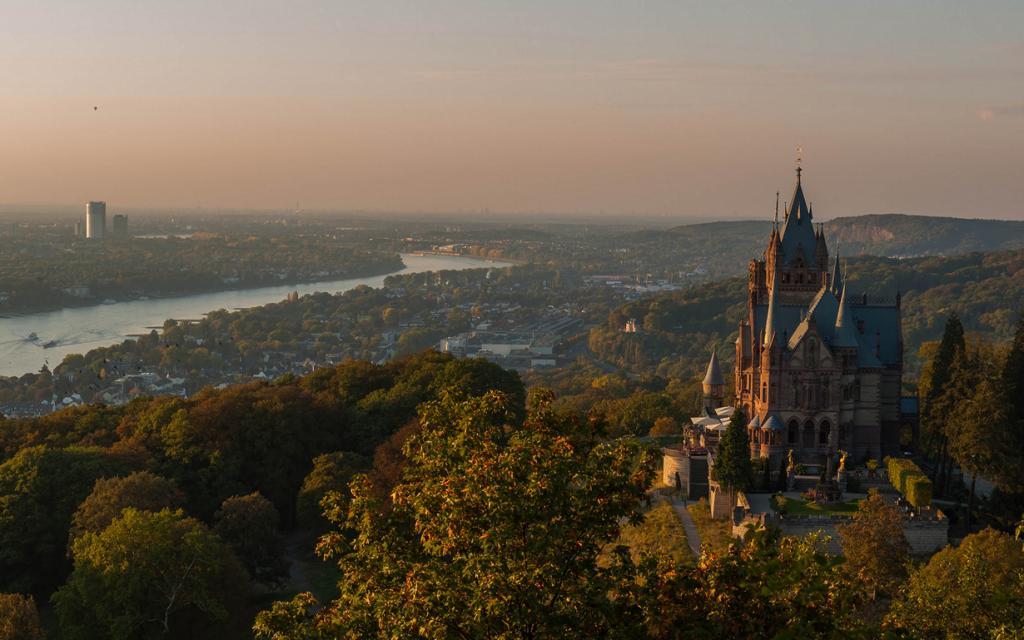 5 место. Замок Драхенбург. Расположен в земле Северный Рейн — Вестфалия. Время строительства — 1