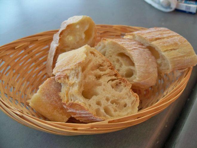 Во Франции хлеб едят вместе с пищей, особенно с сыром в конце трапезы. Употребление хлеба в качестве