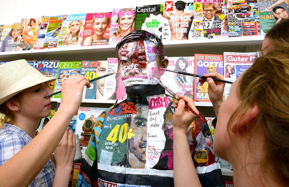 Подготовка к исчезновению в одном из супермаркетов в Пекине, 10 ноября 2011. (Фото Reuters | Ch