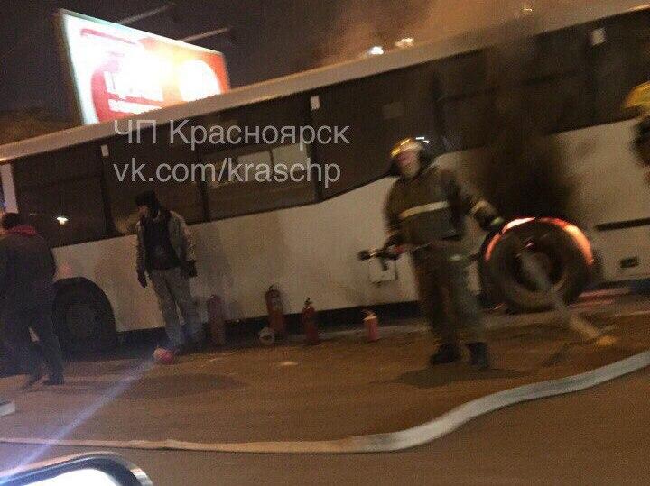 ВКрасноярске умаршрутки впериод движения  загорелось колесо