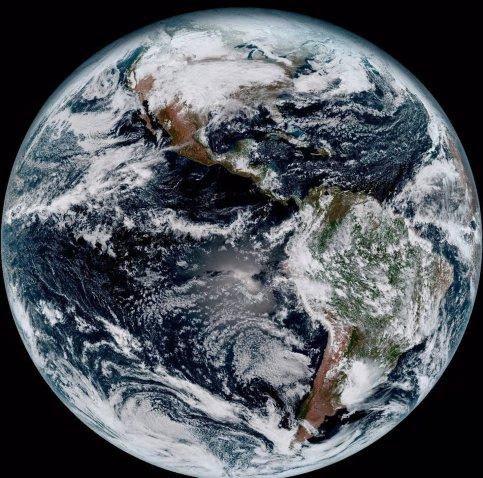 Новый погодный спутник прислал первые фотографии Земли ввысоком разрешении