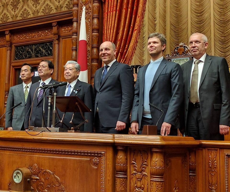 Санкции противРФ нельзя отменять довыполнения Минска— Абэ