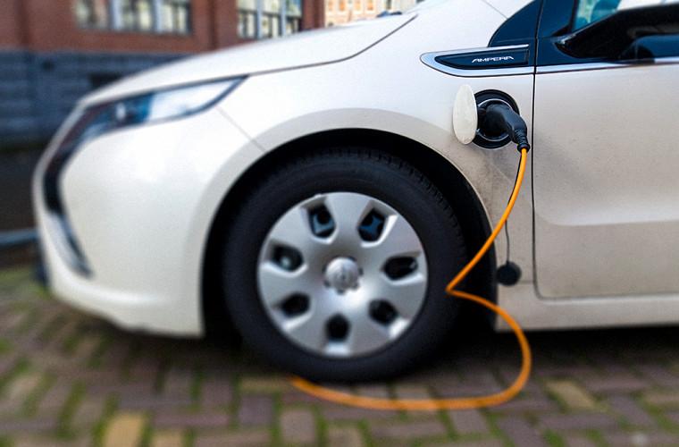 Продажи электромобилей в РФ уменьшились практически начетверть