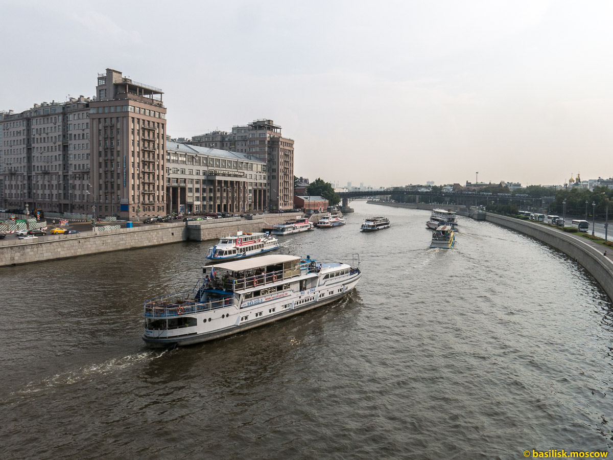 Большой Каменный мост. Река Москва. Июль 2016