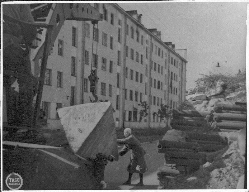 Постройка оборонительных сооружений в Кировском районе