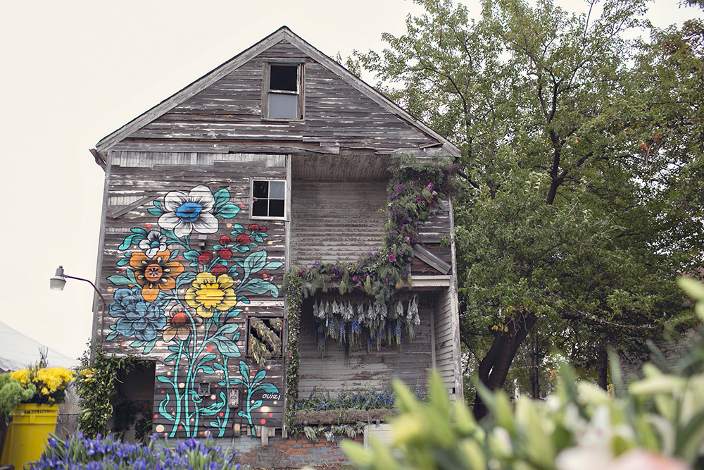Three-Dozen Floral Designers Transform a Condemned Detroit Duplex with 36,000 Flowers