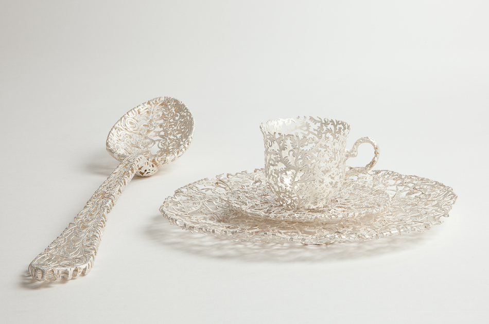 Ornate Tableware Sculpted in Gold and Silver Filigree by Wiebke Maurer (8 pics)