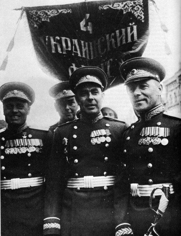 Л.И. Брежнев на Параде Победы в 1945г