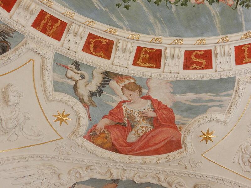 Деталь росписи потолка третьей китайской комнаты