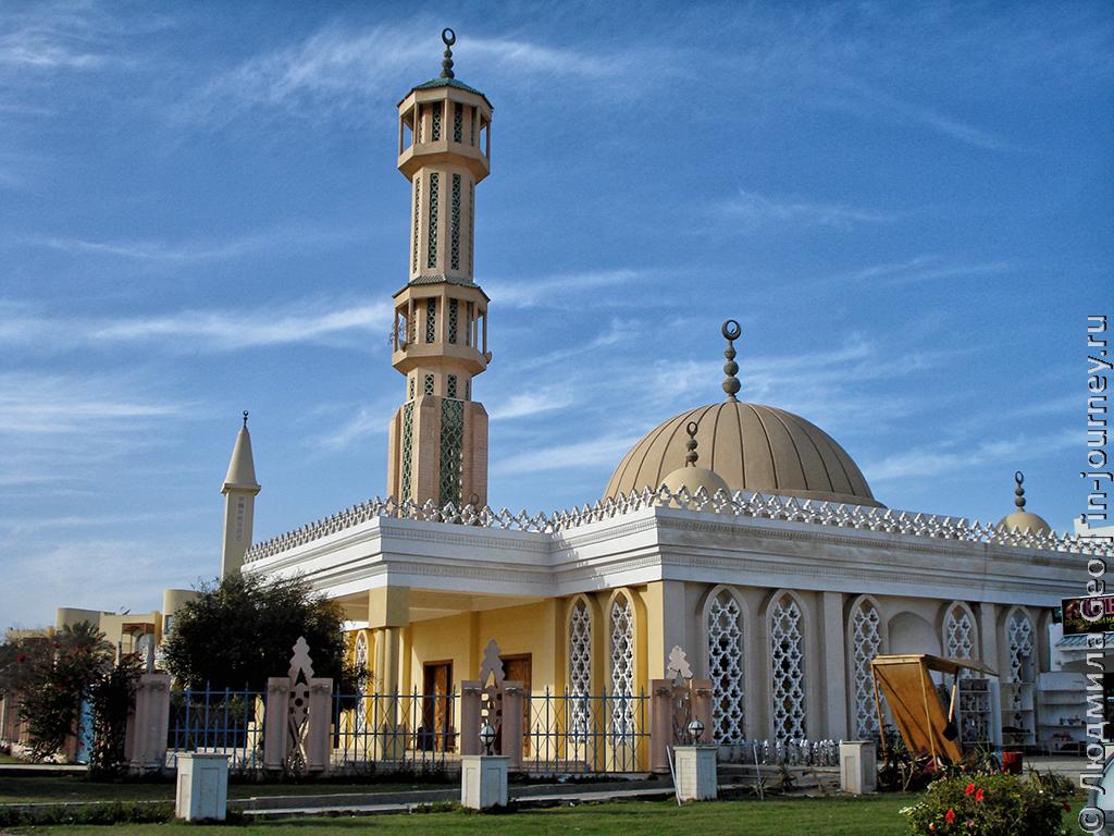 мечеть около отеля Lillyland 4
