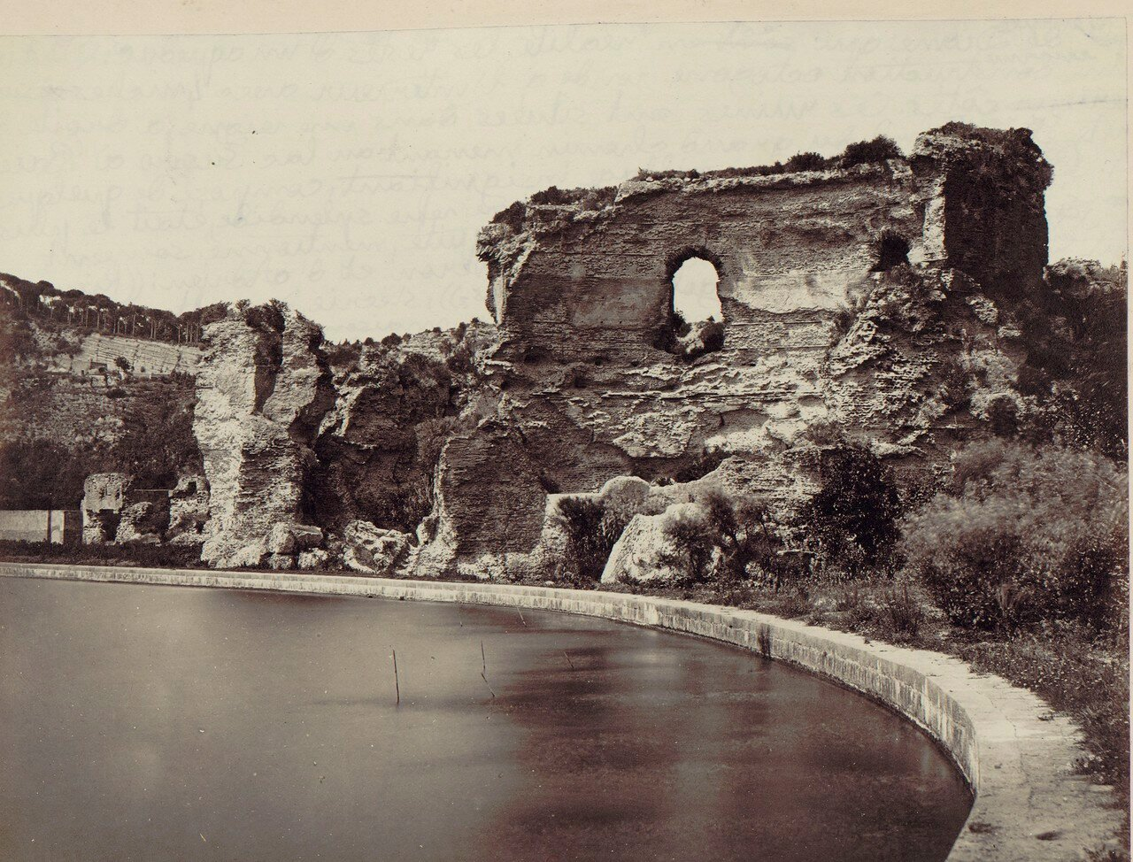 Храм Дианы и руины акведука