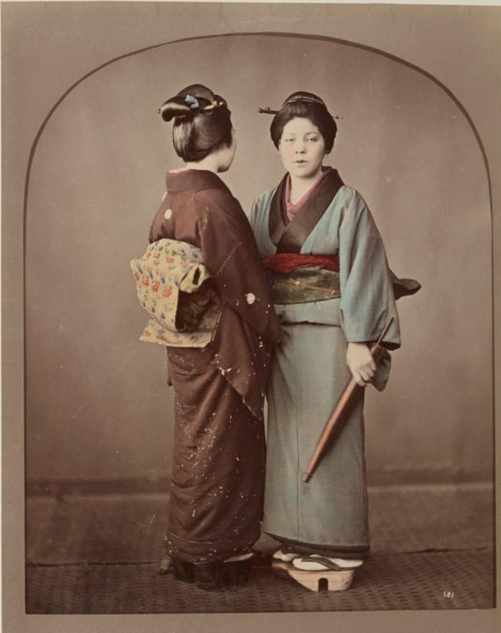 Две женщины,