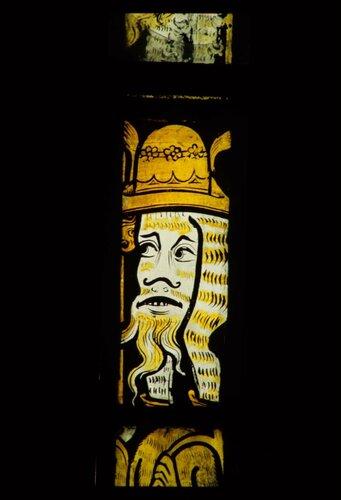 Гротеск. Витраж церкви Иоанна Крестителя (Дронфилд, графство Дербишир).