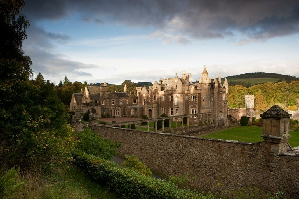 2-Abbotsford-House-in-ShadowsMelrose-Scottish-Borders-1140x760.jpg