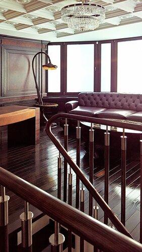кабинет в классическом стиле, панорамное окно, светильник из янтаря