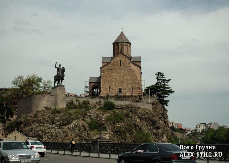 Церковь Метехи и памятник Вахтангу Горгасалу
