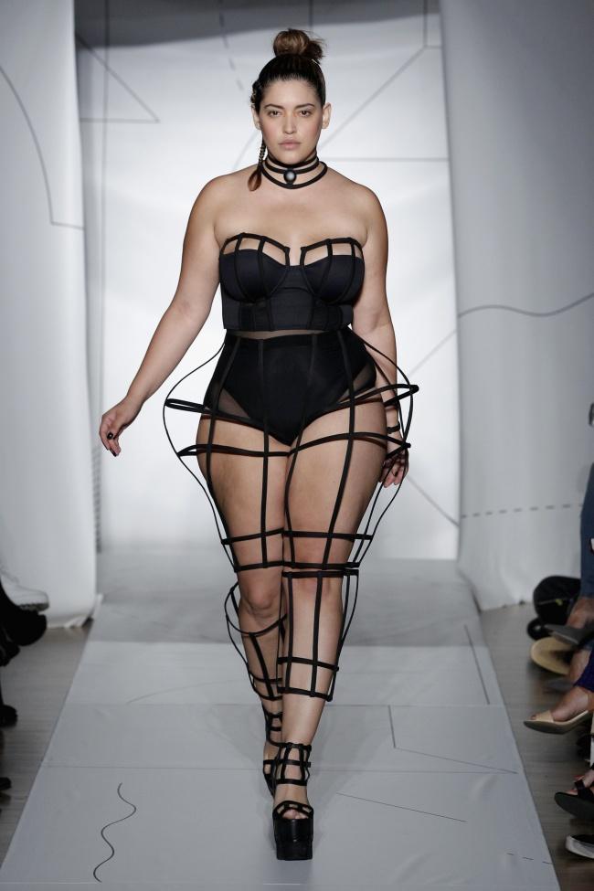 16. Дениз Бидо 28-летняя Дениз Бидо является моделью Plus-size, которая, несмотря на свои формы, все