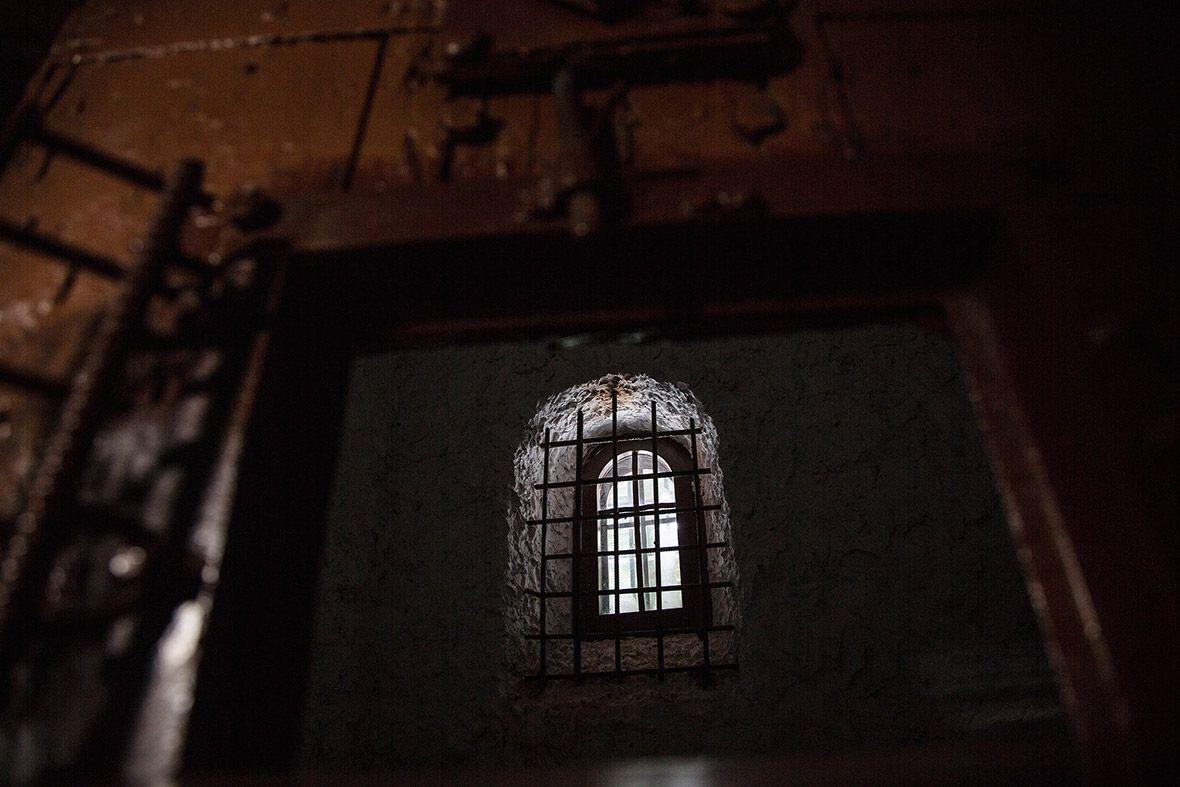 Крошечное окно в камере. Вид на кремль, между прочим.