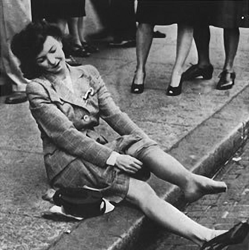 7. Некоторые счастливые обладательницы новинки надевали ее прямо на улице. Только за один первый ден