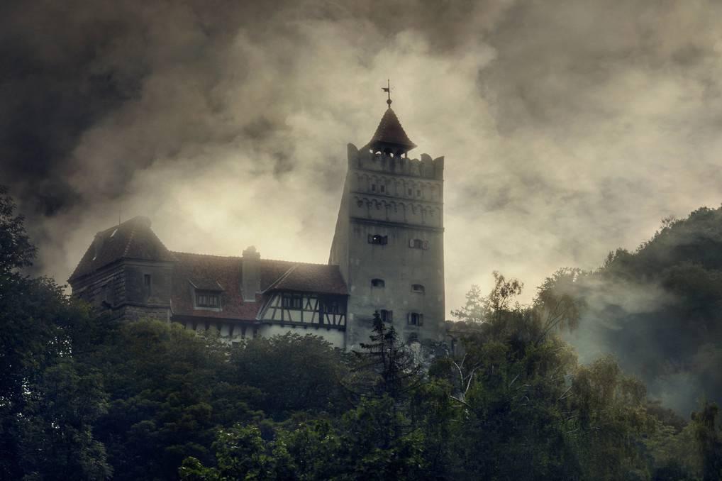 Замок Бран имел много хозяев на своем веку. Сначала он принадлежал господарю Мирче Старому, а затем