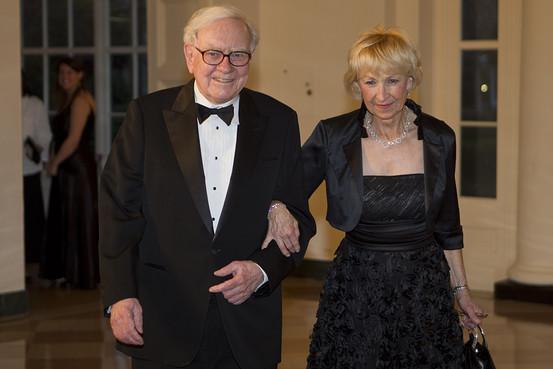 Уоррен Баффетт и Астрид Менкс Баффетт является самым известным инвестором в мире. Его состояние на н