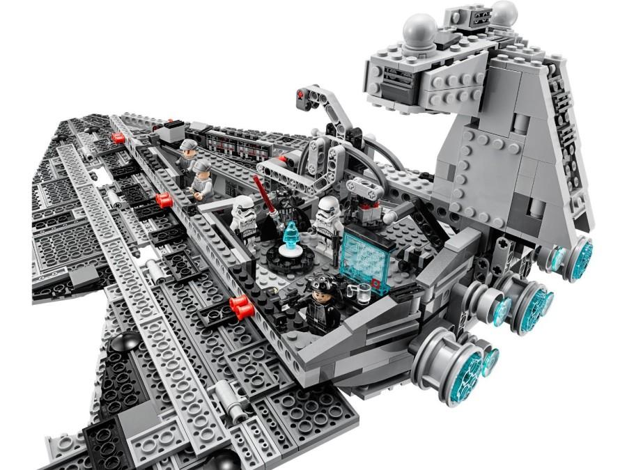5. Имперский звездный разрушитель Еще один корабль из «Звездных войн», модель которого состоит из 31