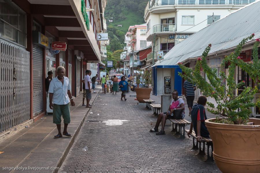 7. Rue du Bazar — Сейшельский Арбат. Вдоль пешеходной улицы бродят подозрительные элементы