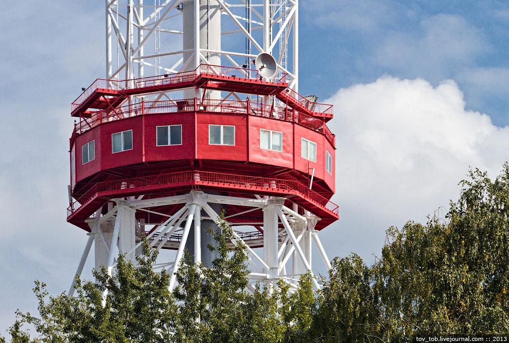 Между отметками 72 м и 239 м башня представляет из себя восьмигранную решетчатую призму, собран