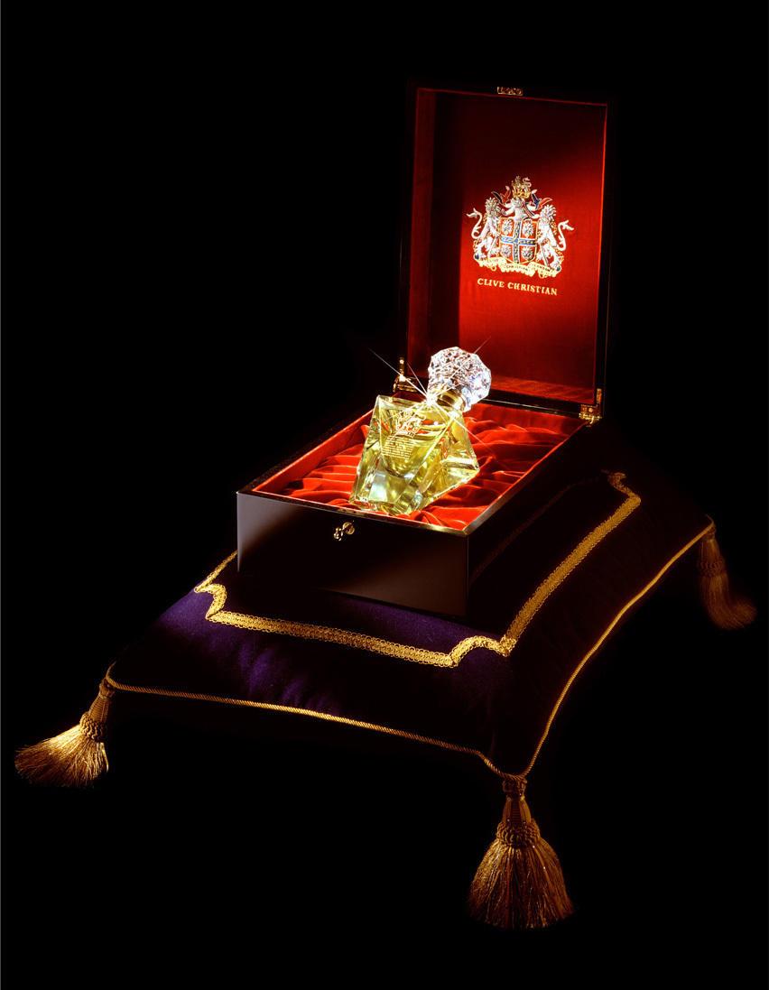 1. Духи Clive Christian Imperial Majesty (Imperial Majesty переводится как «Императорское величество