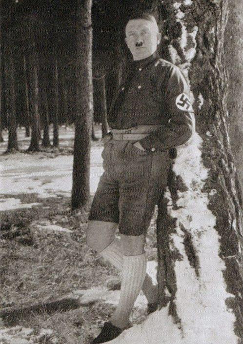 Это один из редких снимков, опубликованных в раннем пропагандистском памфлете Deutchland Erwache («Г