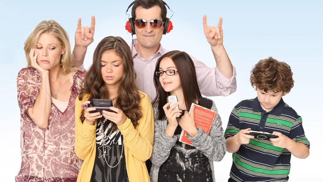 Жизнеописание простой семьи, от эпизода к эпизоду раскрывающей собственные странности — наверное, са
