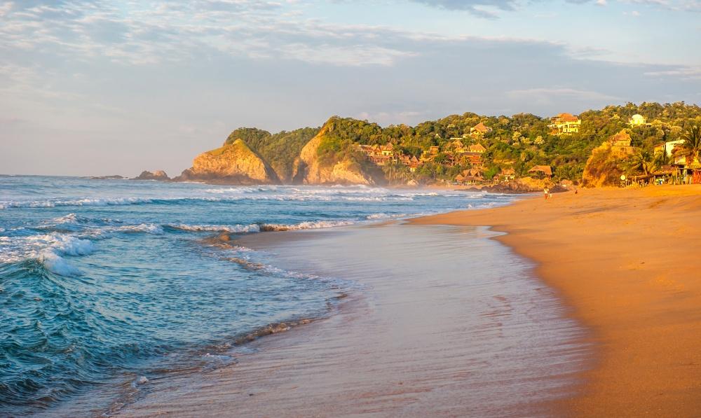 © javarman / @DEPOSITPHOTOS.COM  Выудивитесь, ноэто красивое место называют «пляжем мертвецо