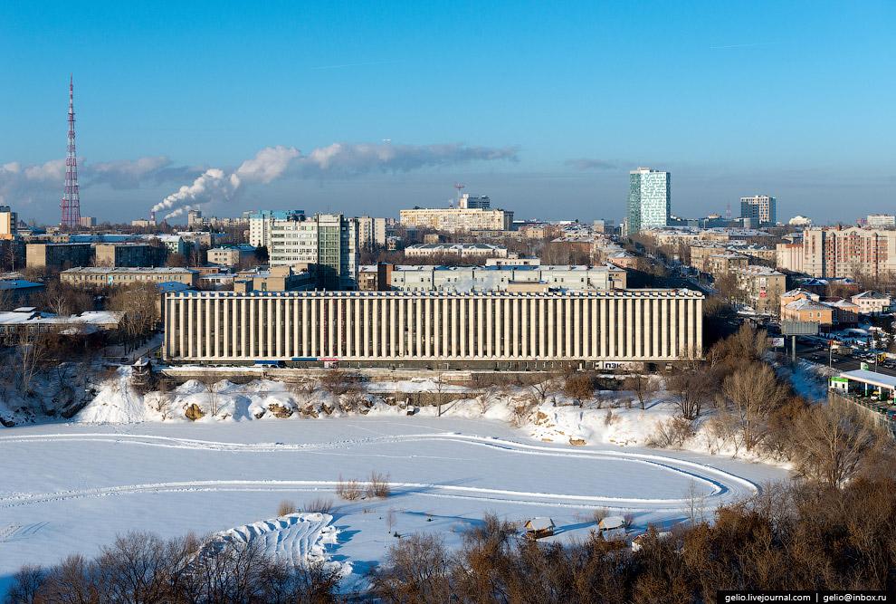 46. Плотина Новосибирской ГЭС и водохранилище («Обское море»).