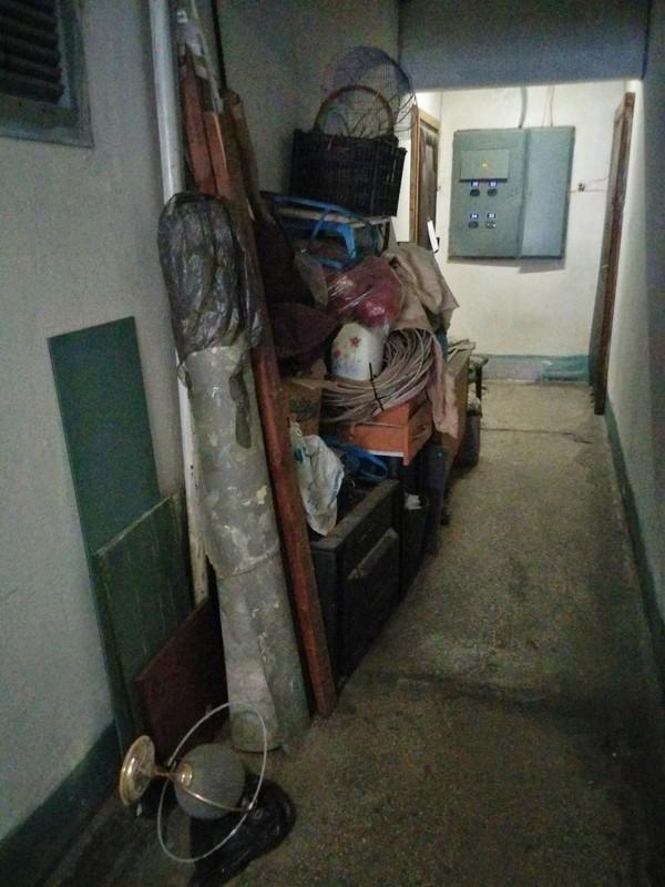 Лайфхак, или как заставить соседей убрать свой мусор из коридора