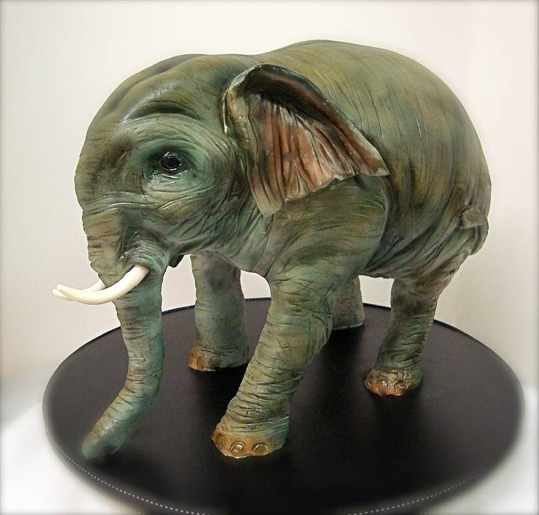 The hyperrealistic cakes of Debbie Goard