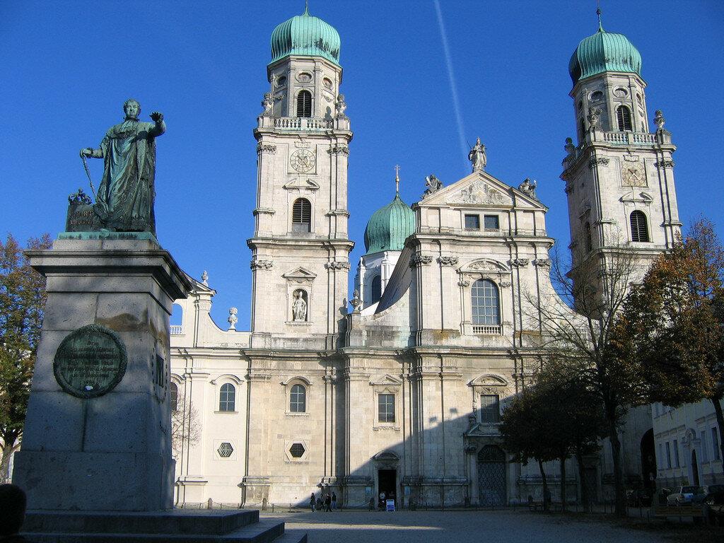 Stephansdom (St Stephen's cathedral).jpg