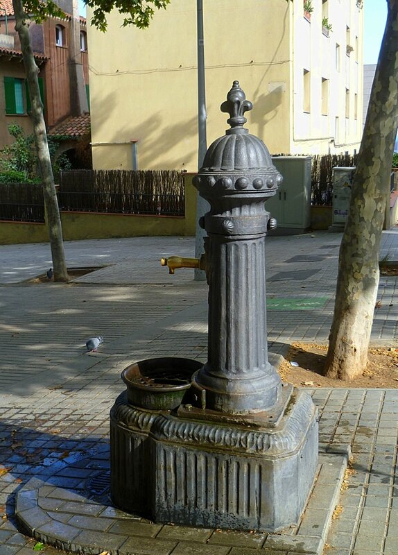 Водопроводная колонка в Барселоне, Испания(Tap column in Barcelona, Spain)