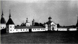 Надвратная церковь свт. Филиппа. Вид Иверского монастыря с запада