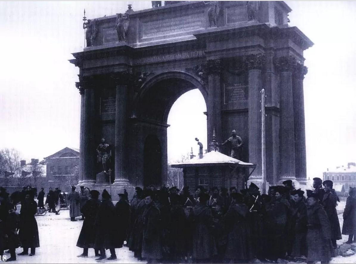У Нарвских ворот 9 января 1905 года до начала шествия
