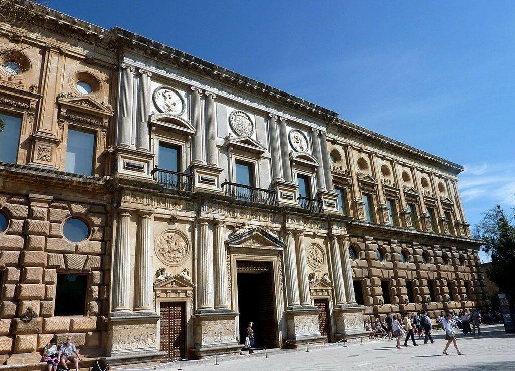 Palacio_de_Carlos_V_(Granada).JPG