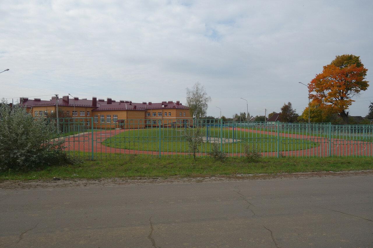 стадион и школа д. Теребень Хвастовичского уезда