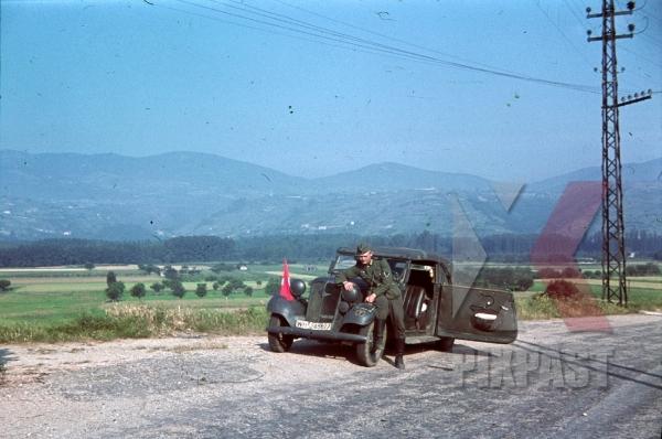 stock-photo-adler-2-liter-cabriolet-ev-1938-southern-france-1940-staff-car-for-the-4th-panzer-division-12322.jpg