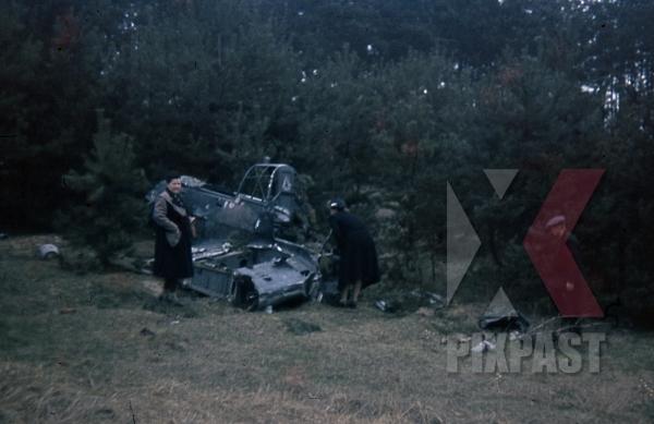 stock-photo-german-attack-airplane-stuka-dive-bomber-crash-near-paris-france-1940-french-civilians-inspect-wreckage-11803.jpg
