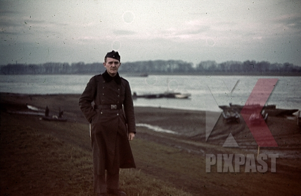 stock-photo-military-river-bridges-constructed-in-france-1940--4th-panzer-division-12327.jpg