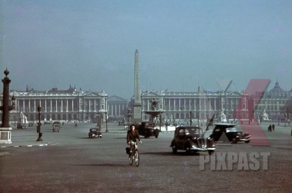 stock-photo-place-de-la-concorde--luxor-obelisk-in-paris-france-1940-10973.jpg