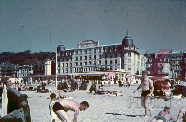 stock-photo-trouvillesurmer-france-1940-10420.jpg