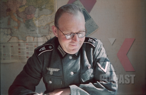 stock-photo-wehrmacht-radio-operator-france-may-1940-maps-shoulder-boards-7823.jpg