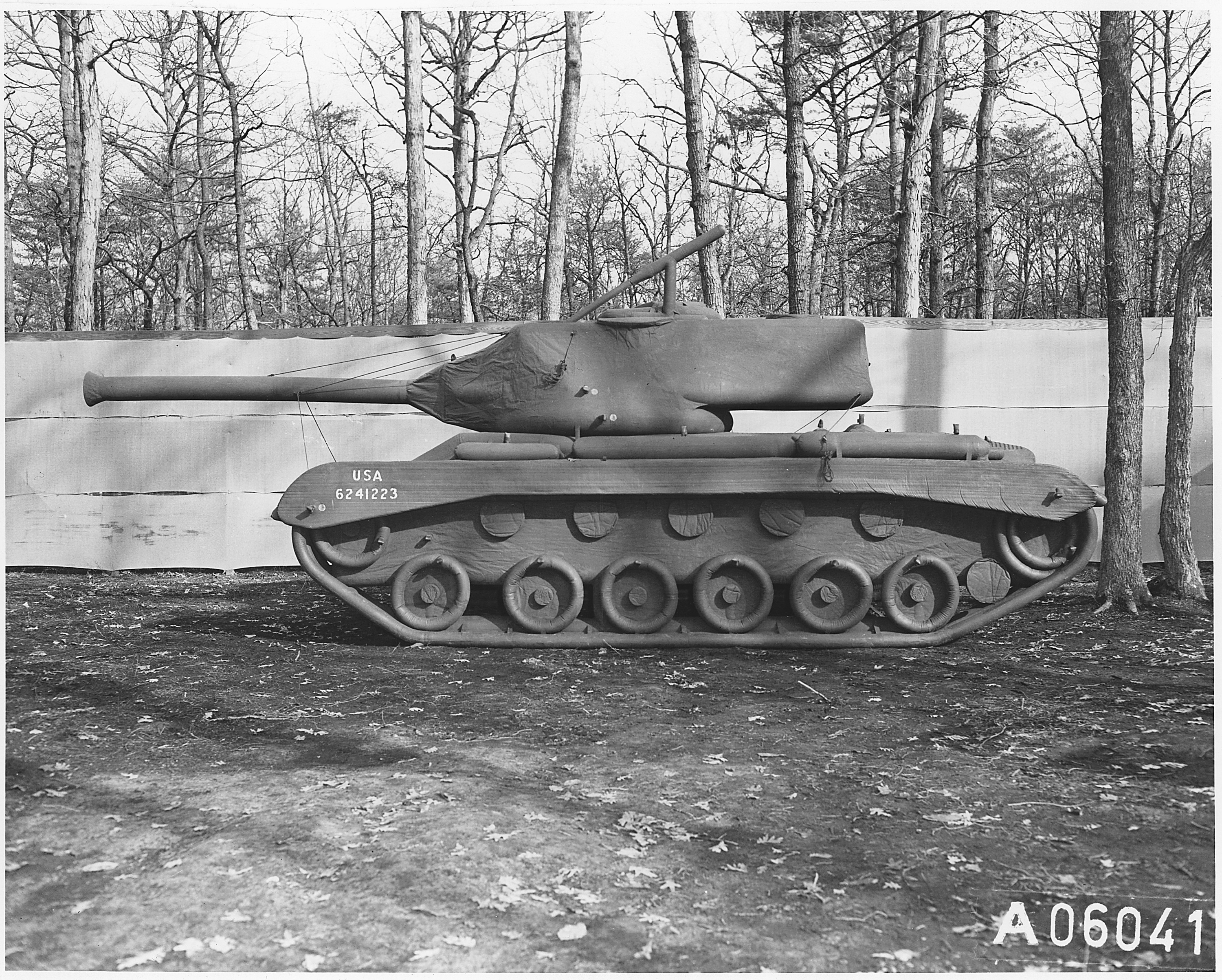 tank-gonflable-seconde-guerre-mondiale-04.jpg